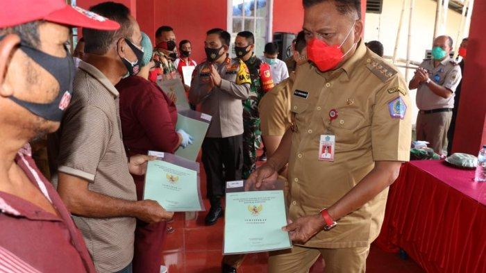Gubernur Sulut Olly Dondokambey Serahkan 250 Sertifikat Program PTSL