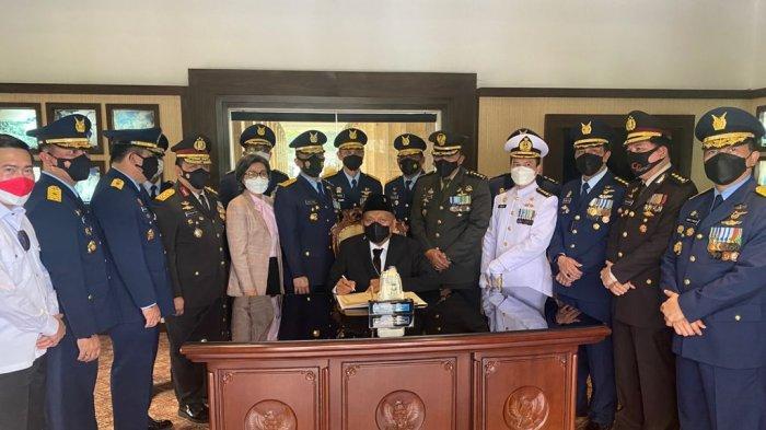 Ziarah ke TMP Kalibata, Gubernur Olly Ungkap Istri Alm FJ Tumbelaka Masih Keluarga dengan Neneknya