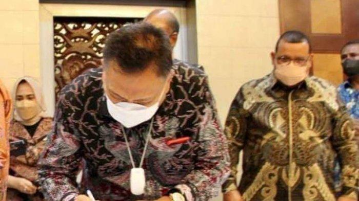 Gubernur Sulut Olly Dondokambye dalam penandatanganan Kesepahaman Bersama sekaligus Penandatanganan Perjanjian Kerja Sama sektor Kelautan dan Perikanan, Selasa (14/9/2021).
