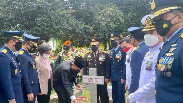 Gubernur Sulut Olly Dondokambey Ziarah ke TMP Kalibata, Jakarta, Selasa (15/9/2021)