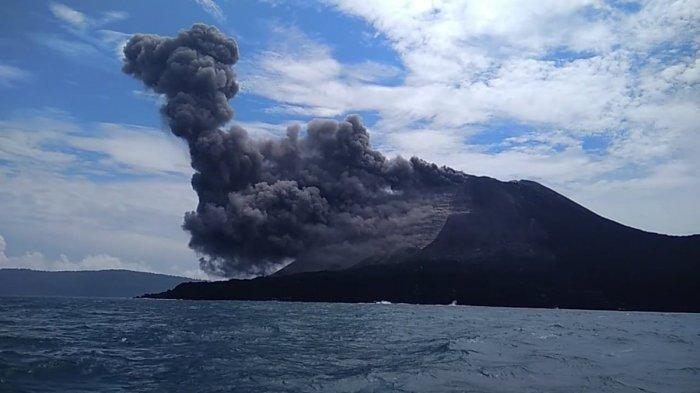 Ilustrasi Gunung Anak Krakatau. Gunung Anak Krakatau mengalami erupsi pada Sabtu (22/12/2018) yang diduga menjadi penyebab terjadinya tsunami Selat Sunda pada Sabtu (22/12/2018)