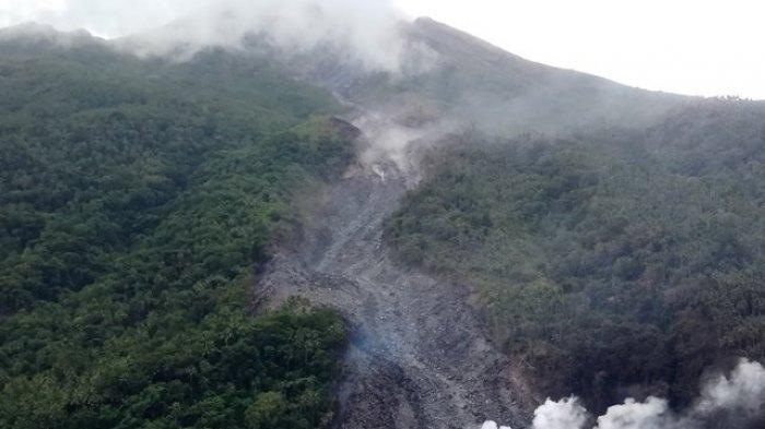 Gunung Karangetang Diselubungi Kabut Tebal, Masih Muntahkan Lava Panas