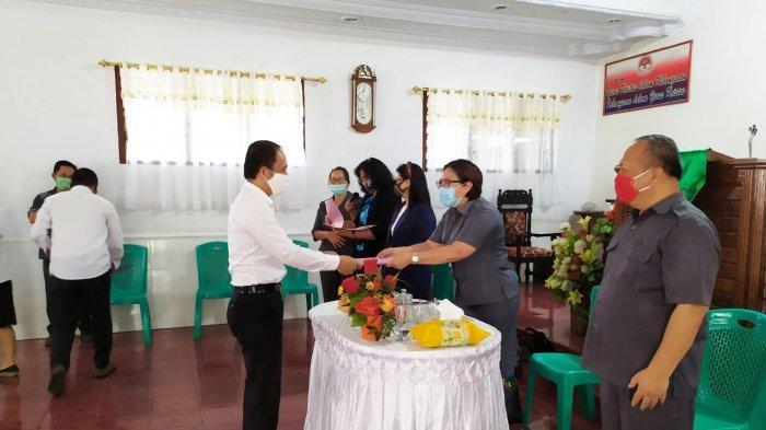 Guru Agama Kristen di Mitra Terima Sertifikat Pendidik