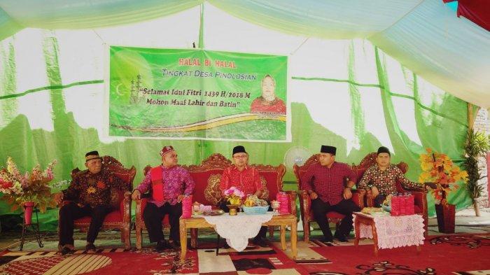 halalbihalal-di-desa-pinolosian-bolsel-sulawesi-utara_20180626_165500.jpg