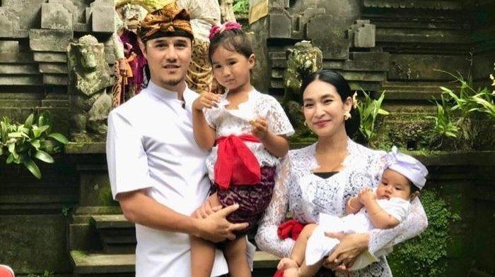 Masih Ingat Happy Salma? 11 Tahun Nikahi Bangsawan Bali, Ini Kabar dan Potret Keluarganya Sekarang