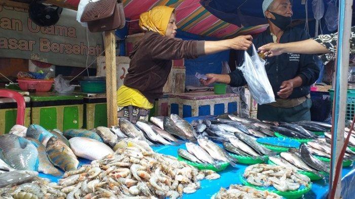 Cuaca Ekstrem Membuat Nelayan Sulit Melaut, Harga Ikan di Pasar Mengalami Kenaikan