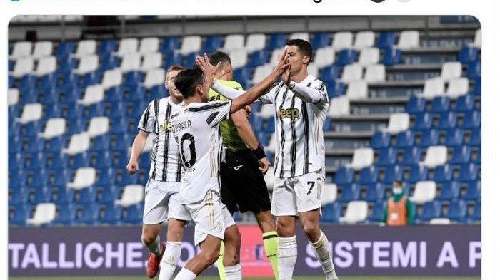 Suasana saat Paulo Dybala (kiri) merayakan golnya bersama Cristiano Ronaldo saat Juventus bersua Sassuolo, Rabu (12/5/2021).