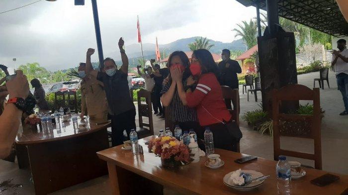 Hershya Polii Kakak Greysia Polii menangis usai menyaksikan kemenangan sang adik di Olimpiade Tokyo