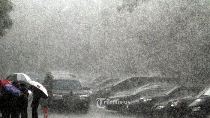 Info BMKG: Peringatan Dini Cuaca Ekstrem Minggu 12/1/2020, Berpotensi Hujan Lebat hingga Petir