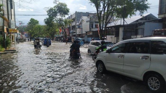 Banjir Manado, Andrei Angouw Cek Air Menggenang di Seputaran Kantor Wali Kota