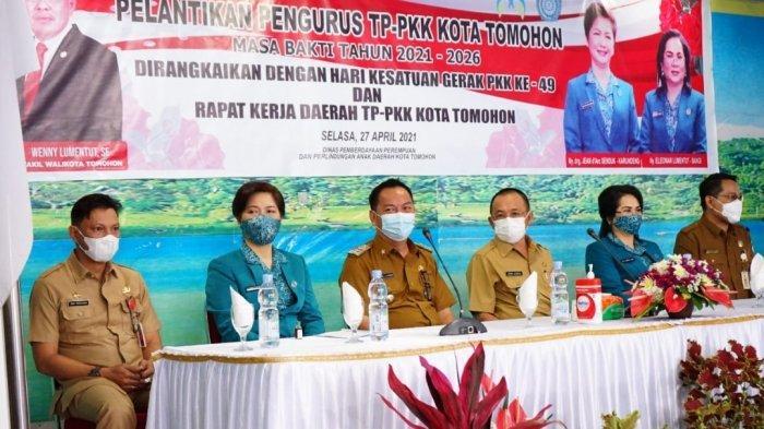 Caroll Senduk Wenny Lumentut Lantik Pengurus TP-PKK Tomohon