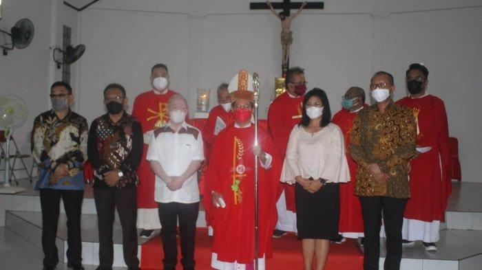HUT Ke-10 Paroki Santa Maria Ulu Siau, Bupati Sasingen 'Pamer' Kerukunan Umat kepada Uskup Rolly