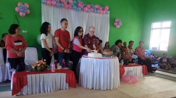 Wakil Bupati Sitaro Rayakan Hari Ulang Tahun Bersama Pengungsi Karangetang