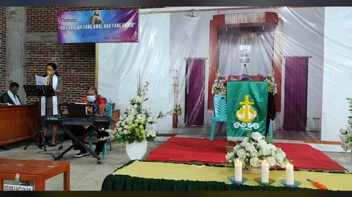 Warga Minut Mulai Beribadah di Gereja, Sally : Kami Berdoa Agar Supaya Jangan Tutup Lagi