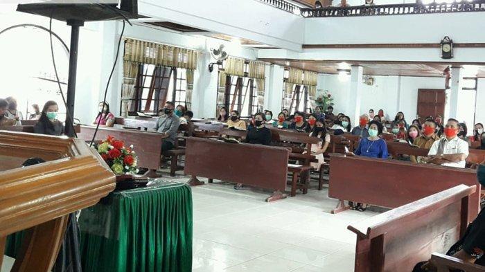 Jemaat GMIM Sion Wioi Mulai Ibadah di Gereja