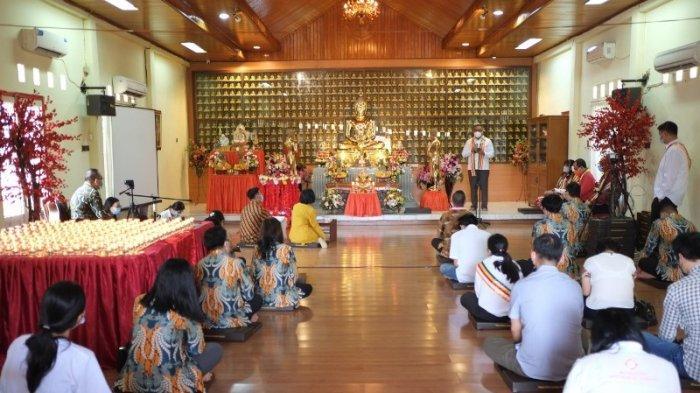 Kapolsek Wenang Amankan Ibadah Waisak di Vihara Dhammadipa dan Kamtibmas saat Hari Libur