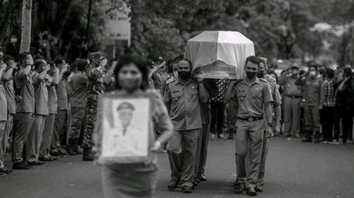Ibadah pemakaman Wakil Bupati Sangihe Almarhum Helmud Hontong, Senin (14/6/2021).