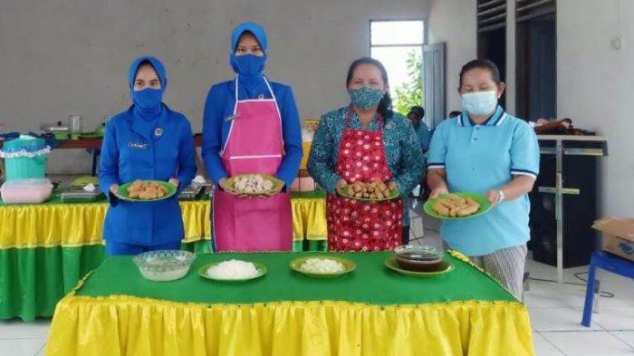 Ibu-ibu Jalasenastri Lanal Melonguane Talaud Berikan Pelatihan Membuat Makanan Berbahan Dasar Ikan