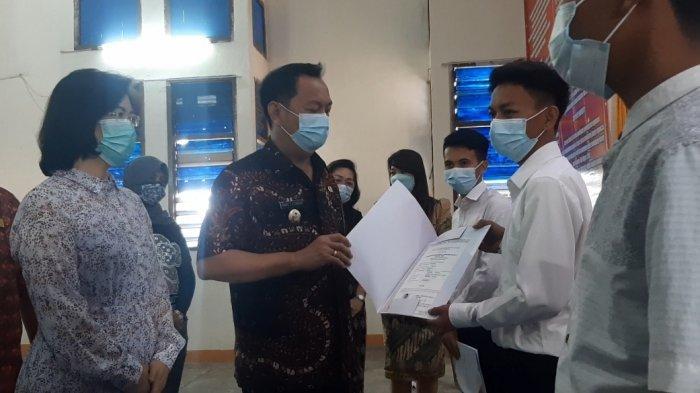 Serahkan 30 Ijazah Paket C ke WBP LPKA Tomohon, Ini Pesan Wali Kota Caroll Senduk