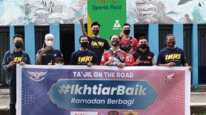IMHS Turun ke Jalan di Manado Bagi-bagi Takjil