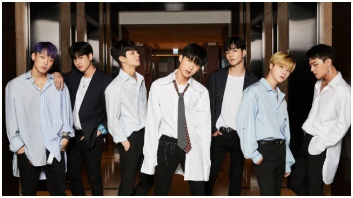 Bos YG Entertainment Tersentuh Melihat Fans yang Bernyanyi di Luar Venue