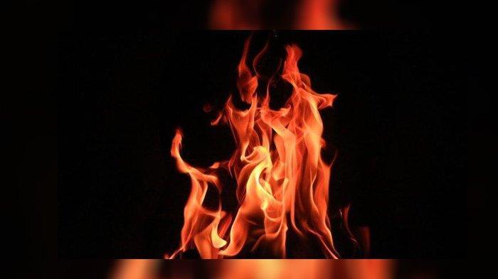 Ilustrasi api - Jasad seorang pria terbakar ditemukan di dalam mobil di Bekasi, Jawa Barat, Kamis (29/8/2019).
