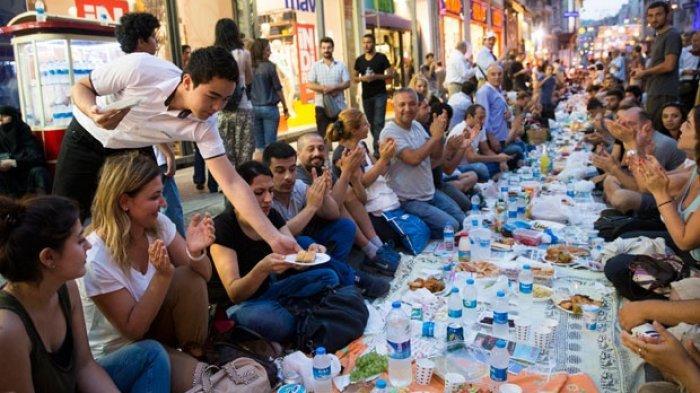 Mutiara Ramadan: Makna Puasa, Apa Perbedaan Lapar Karena Telat Makan dengan Lapar Karena Puasa?