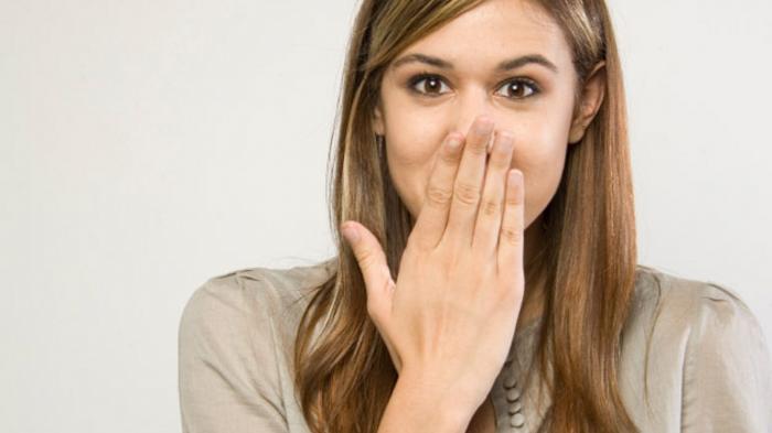 Cara Ampuh Menghilangkan Cegukan, Diantaranya Tutup Mulut dengan Tangan