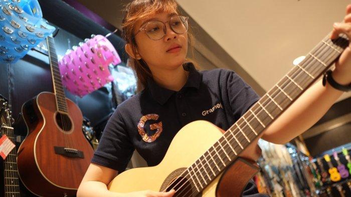 CHORD Gitar dan Lirik Lagu Dendam Simpati - Aiman Tino, 'Bukan Mudah Untukku'