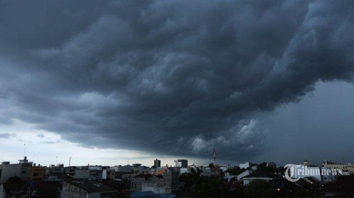 BMKG Mengingatkan Sejumlah Wilayah Terkait Hujan Petir dan Angin Kencang Sabtu 4 Januari 2020