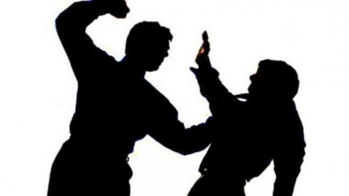 Ayah dan Anak Terlibat Duel Menggunakan Senjata Tajam, Sang Anak Tersungkur