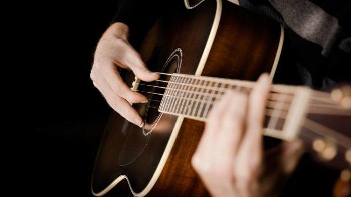 CHORD Gitar dan Lirik Lagu Melawan Restu - Mahalini, 'Mungkinkah Aku Meminta'