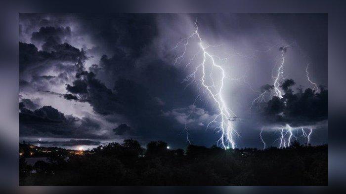PERINGATAN DINI BMKG Untuk Jumat 23 Agustus 2019, Hujan Lebat Disertai Angin Kencang Kilat Petir