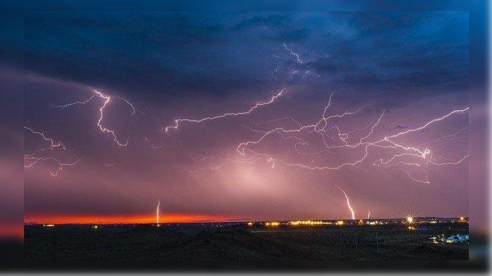 PERINGATAN DINI BMKG Sabtu 16 November 2019, Daerah Potensi Gelombang, Hujan Petir dan Angin Kencang