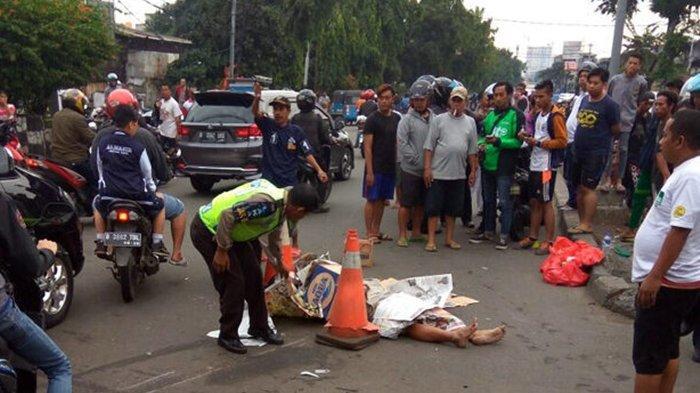 Kecelakaan Maut, Seorang Wanita Tewas Usai Hantam Aspal, Motor Bersenggolan dengan Mobil Expander