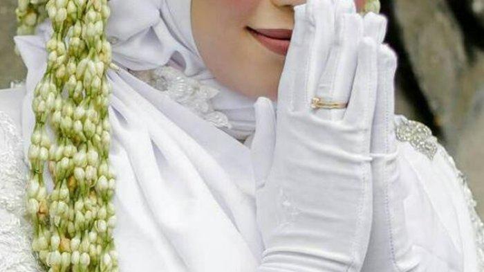 Gadis Menikah dengan Ayah Pacarnya: 'Aku Tidak Ingin Dia Bersedih Lagi'