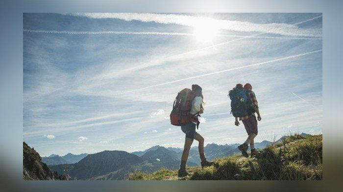 Mendengarkan Suara Aneh Saat Mendaki, Seorang Pendaki Ternyata Mengalami Psikosis, Ini Penjelasannya