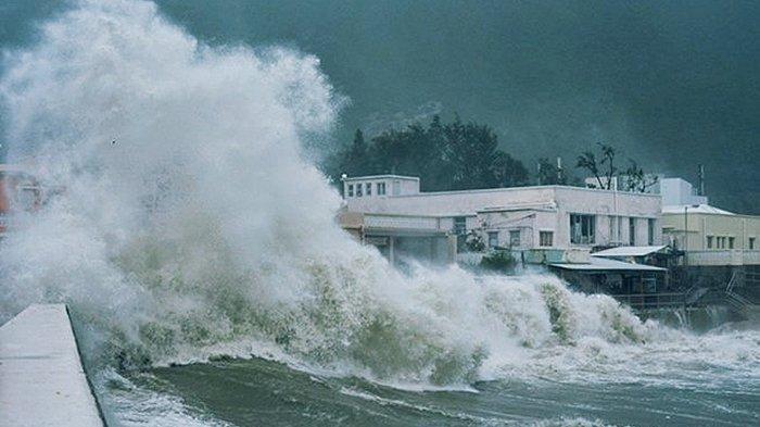 Isu Tsunami Bikin Warga Panik, 2 Orang Meninggal Dunia, Wanita Hamil Jatuh Diserempet Kendaraan