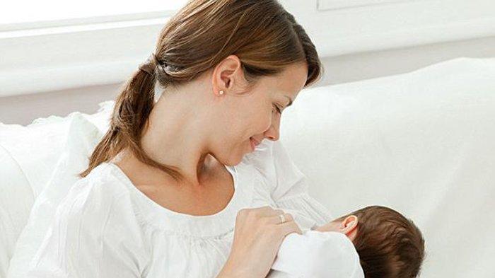 Menyusui Bayi Saat Batuk Pilek, Moms Ini Cara Amannya