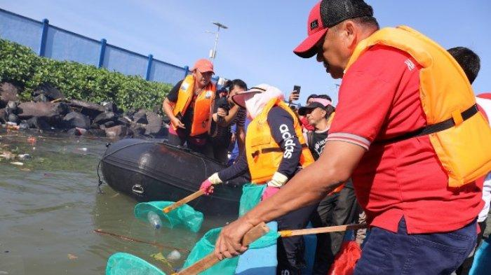 Olly Imbau Gunakan Tumbler Kurangi Sampah Plastik