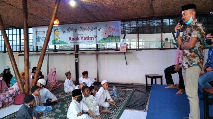 Indomaret bersama Muslim Riders Indonesia (MRI) gelar Buka Puasa Bersama Anak Yatim, di Indomaret Sindulang, Rabu (5/5-2021) kemarin.