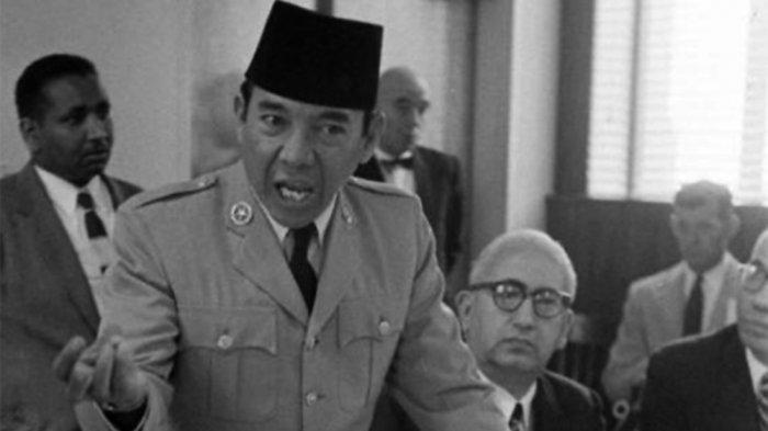 Kisah SoekarnoBersama Dr Soeharto TemuiPanglima Tertinggi Jepang, Dihujani Air Kencingnya Sendiri
