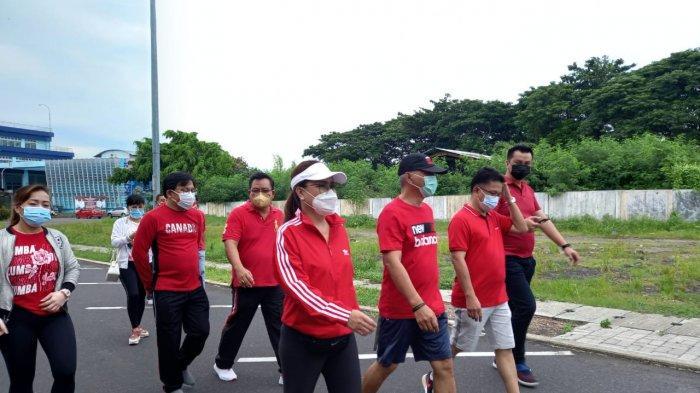 Irene Angouw Pinontoan dan Pengurus FKDM Manado Jalan Sehat dan Zumba, Ajak Warga Olahraga