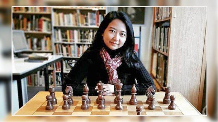 Foto: Grandmaster wanita catur Indonesia, Irene Sukandar.