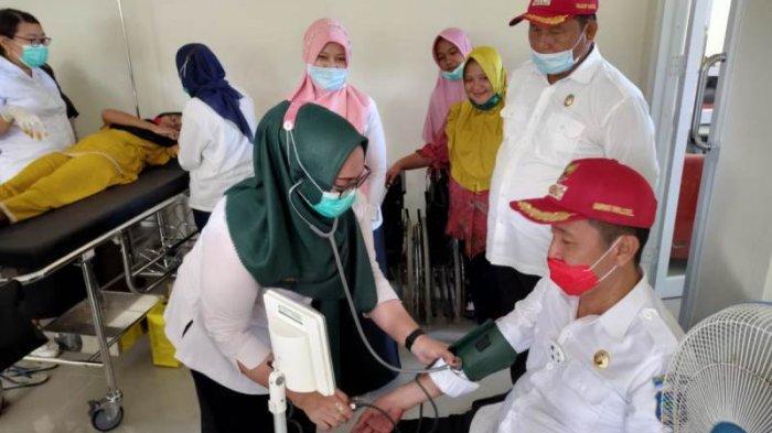 Iskandar-Deddy Pantau Pelayanan di Puskesmas Duminanga