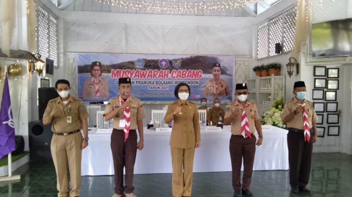 Renti Mokoginta Resmi Pimpin Ketua Pramuka Bolmong