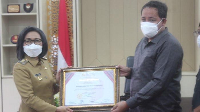 Dukung Pengawasan Pilgub 2020, Yasti Soepredjo Mokoagow Terima Penghargaan dari Bawaslu Sulut