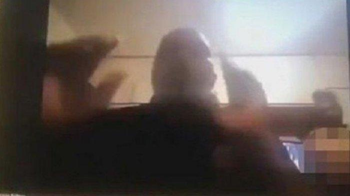 Terekam Kamera Istri Pejabat Muncul Tanpa Busana saat Suami Rapat via Zoom, X: Saya Sangat Menyesal