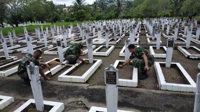 Sambut Hari Bhakti TNI AU ke-73, Lanudsri Manado Bersihkan TMP Kairagi
