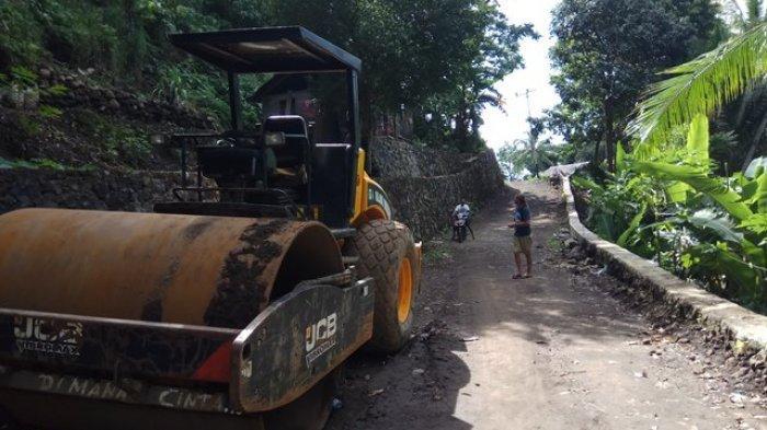 Pemkab Sitaro Minta Bantuan Kontraktor Buka Jalan Batubulan yang Tertutup Lava Gunung Karangetang